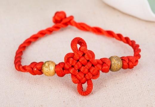 браслет с китайским узлом