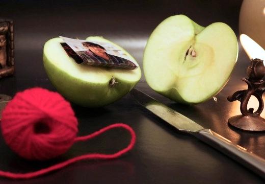 яблоко фото красные нитки