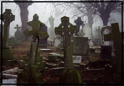 кладбище вечером