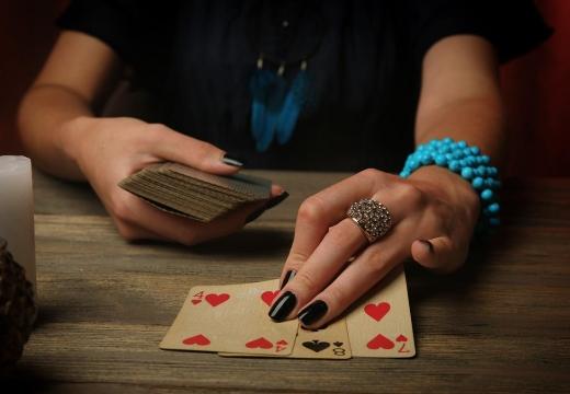 гадать на игральных картах