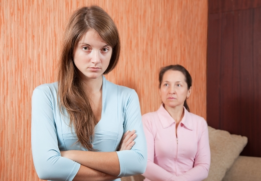 девушка обиделась на мать