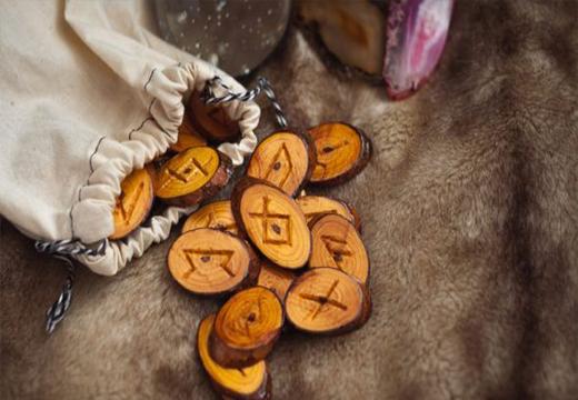 Руны деревянные