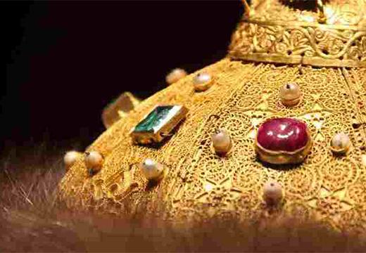 камни на шапке мономаха