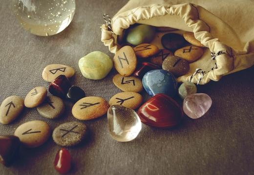 руны и камни