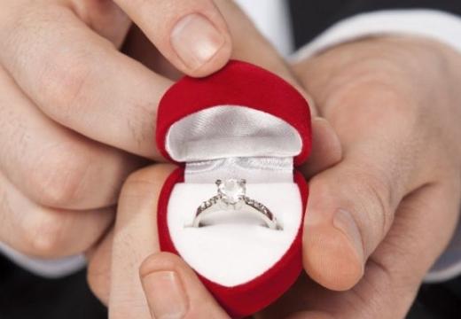 дарить кольцо