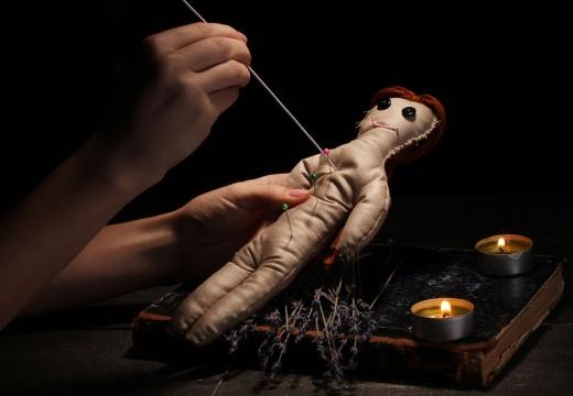 протыкать куклы вуду