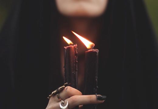 две черные свечи