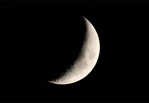 луна в темноте