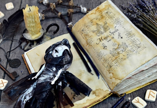 книга и кукла