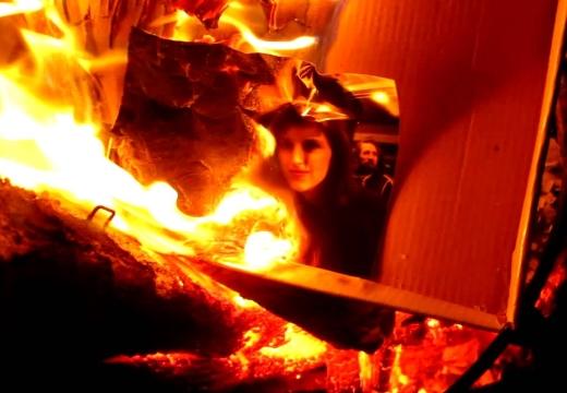 горящая фотография