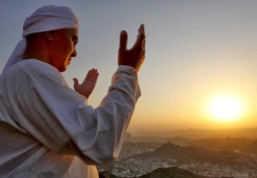 мусульманин молится рассвет