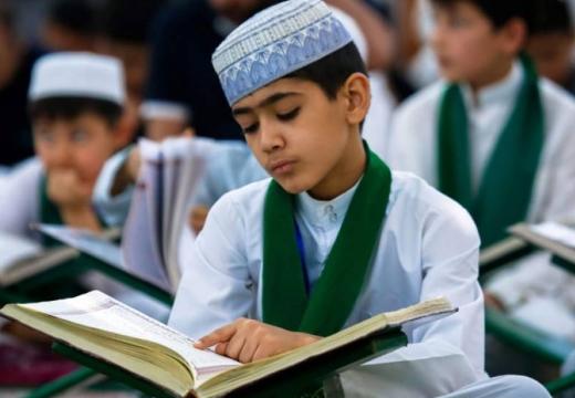 ребенок читает коран