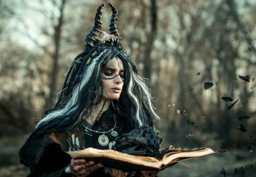 ведьма с книгой