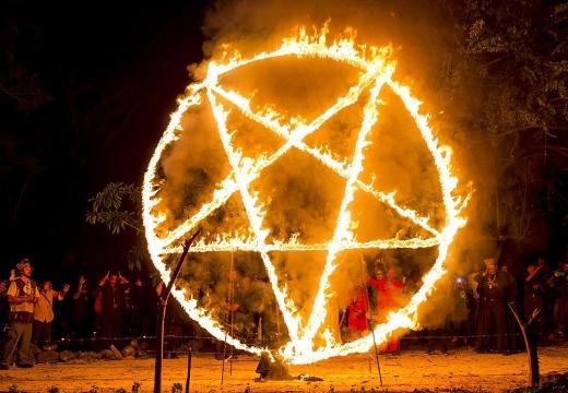 горящая пентаграмма