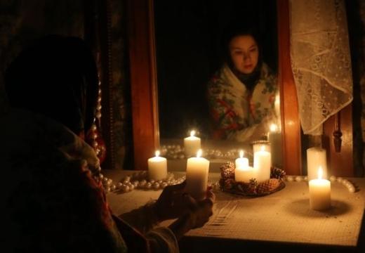девушка свечи зеркало