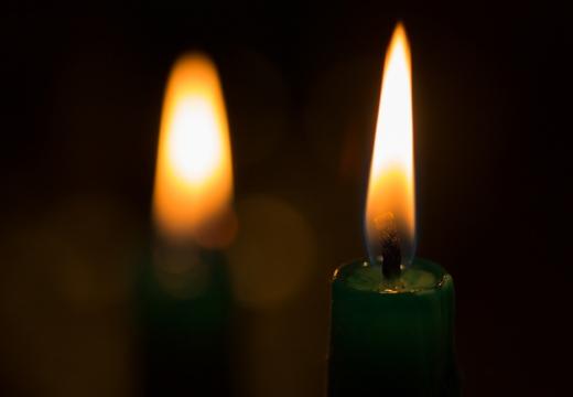 две зеленые свечи