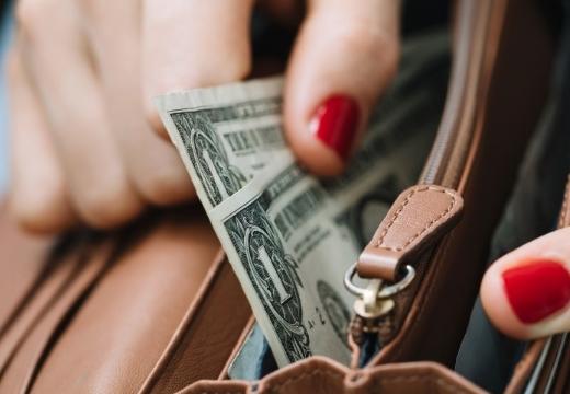 доллары в кошельке