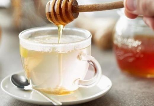 добавлять мед в воду