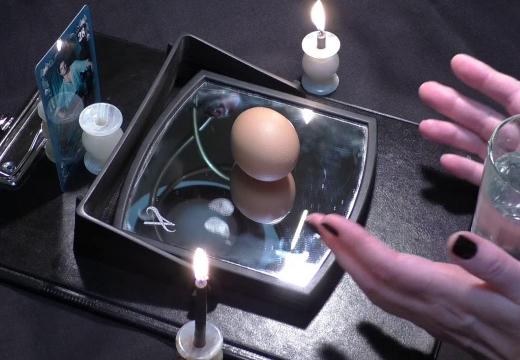 ритуал с яйцом и зеркалом