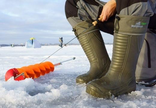 ноги рыбака зима