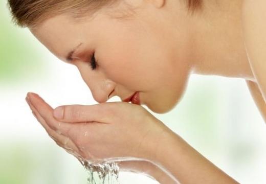 умываться водой